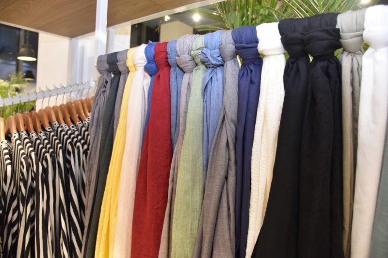 ¿Cómo colgar cortinas de bufanda? ¡2 métodos fáciles de probar!