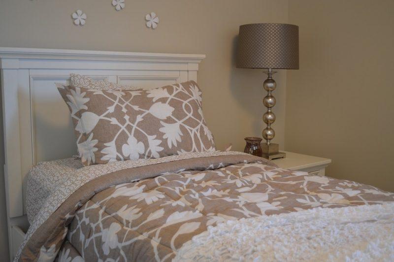 ¿Qué altura debe tener una cabecera por encima del colchón?