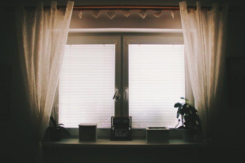 ¿Cómo doblar cortinas a mano? ¡5 mejores formas!