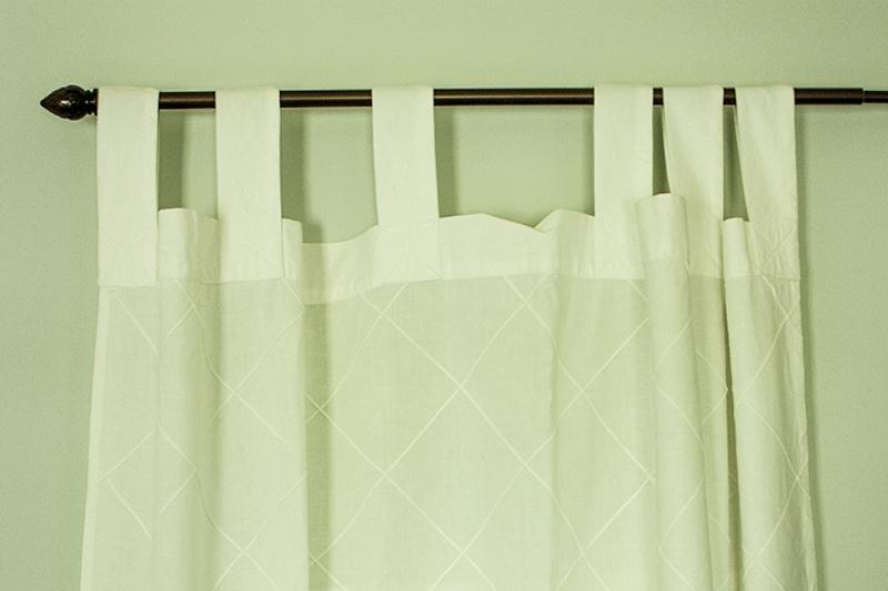 4 sencillos y sencillos pasos sobre cómo colgar cortinas con lengüeta