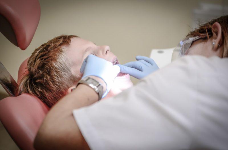 ¿Cuándo necesita el bebé un seguro dental? 3 cosas importantes a considerar