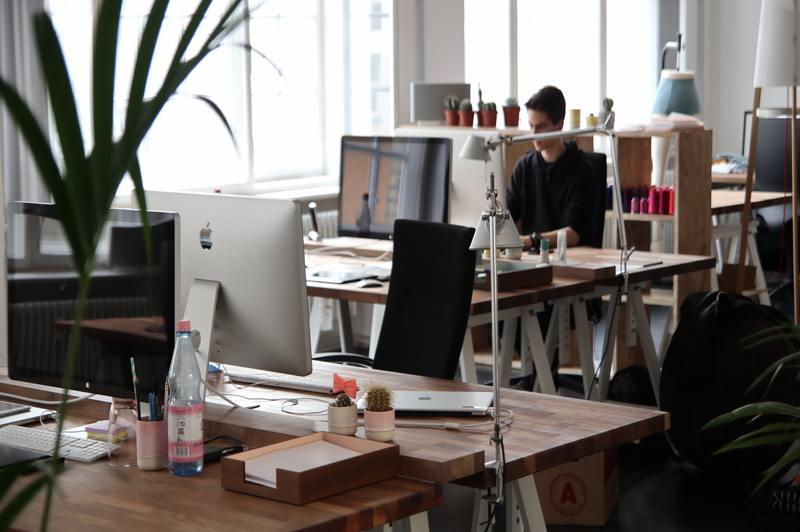 4 sencillos consejos sobre cómo hacer que una silla de escritorio sea más cómoda