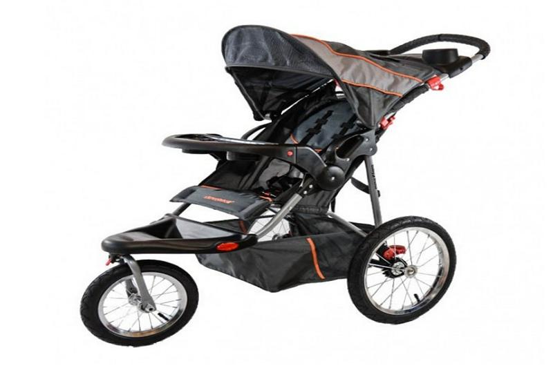 Cómo colapsar un cochecito de 4 ruedas Baby Trend