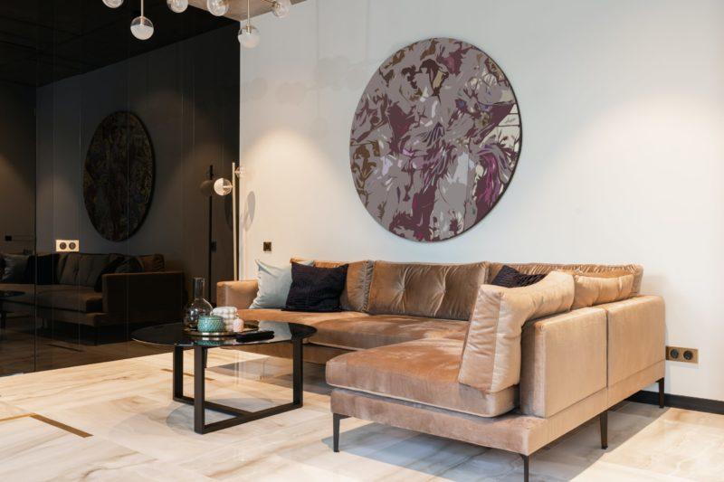 Cómo determinar el valor de un sofá de dos plazas antiguo